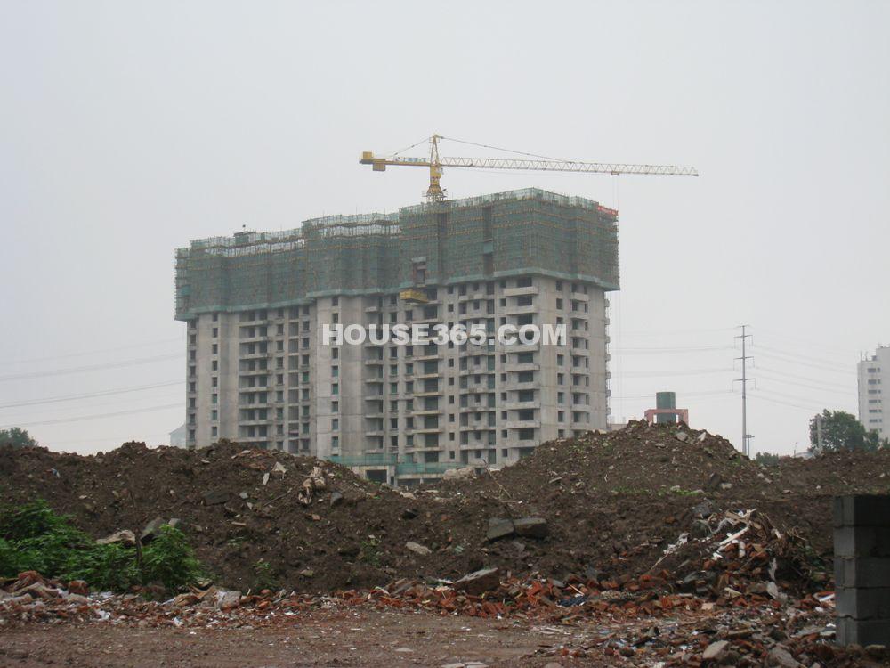 世茂外滩新城工程实景图(2011.07)