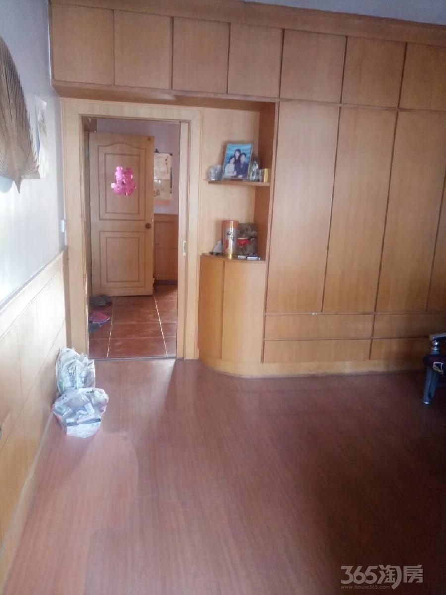 仪征华侨新村2室1厅1卫64平米94年产权房精装