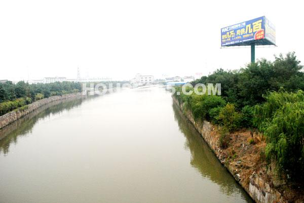长泰国际社区北侧的河流