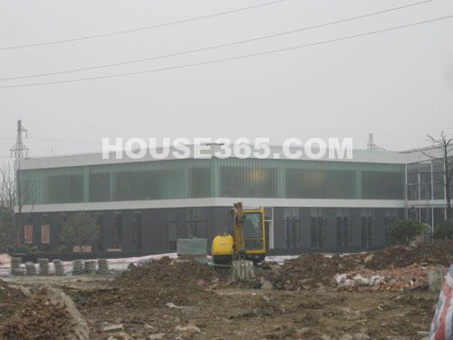 华润国际社区11月最新进展:售楼中心在做内部装修