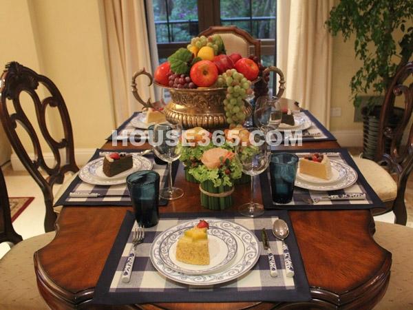 朗香样板房-餐桌