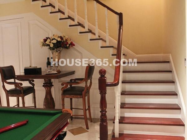 朗香样板房-楼梯
