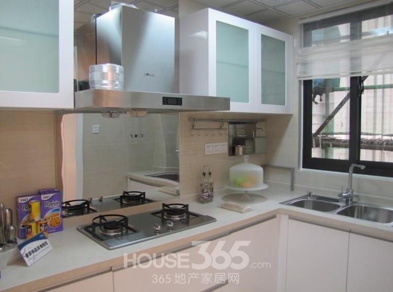 淮矿东方蓝海88.9平米样板间厨房