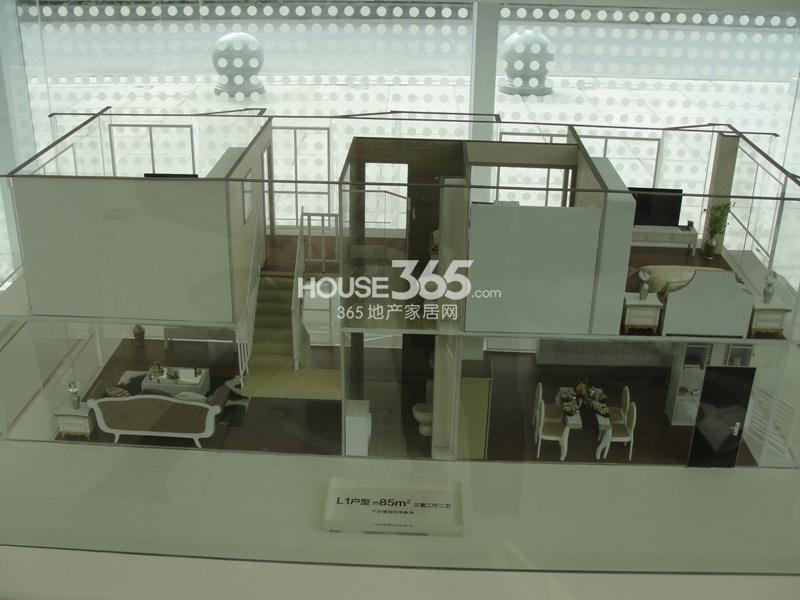 精装loftL1户型,约85㎡,三室二厅二卫