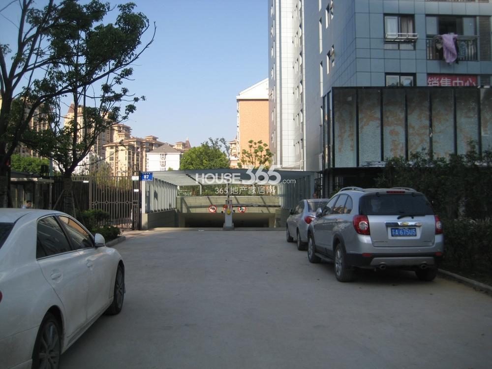长发都市蓝瑟——地下车库(5.20)