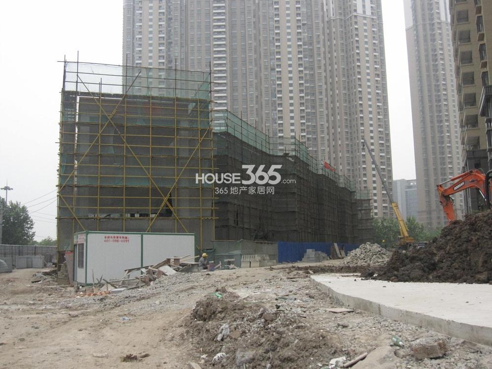 世茂外滩新城17号楼南侧幼儿园实景图(5.20)