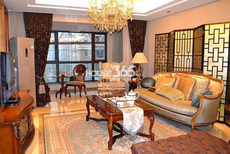 曲江观山悦悦公馆170平4室2厅2卫1厨样板间-客厅