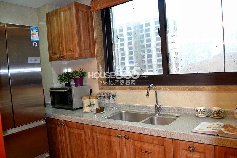 曲江观山悦悦公馆170平4室2厅2卫1厨样板间-厨房