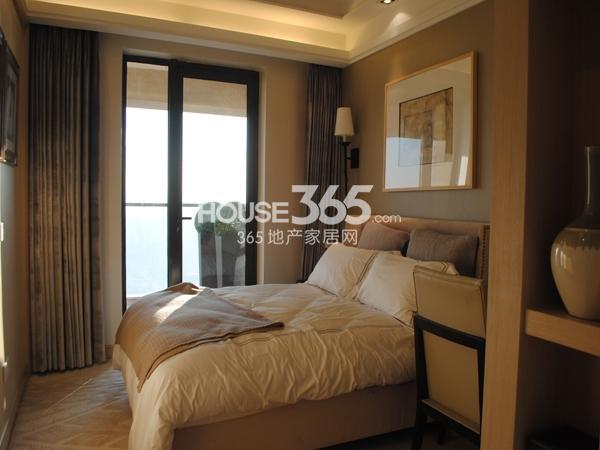 绿地西水东中央生活区5B6#194㎡样板间卧室