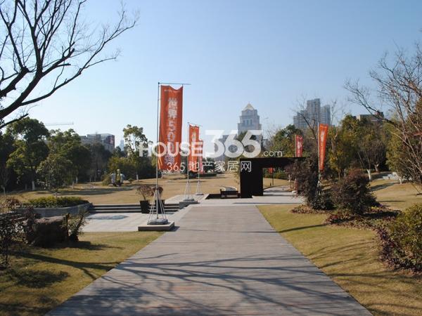 绿地西水东中央生活区售楼处实景图(2014.1)