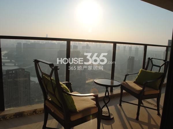 绿地西水东中央生活区5B6#194㎡样板间阳台