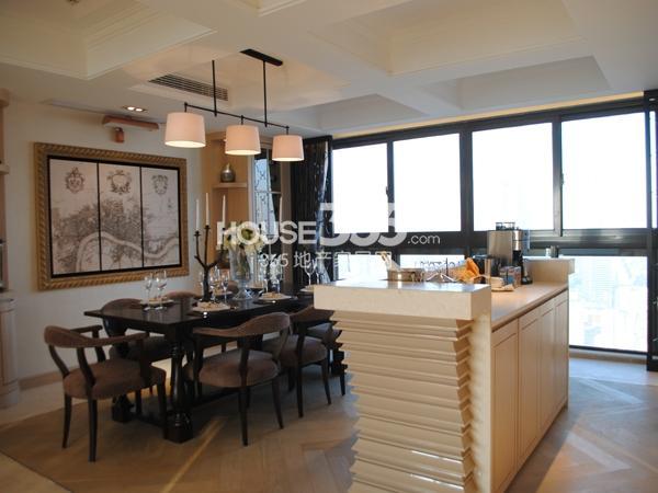 绿地西水东中央生活区5B6#194㎡样板间餐厅
