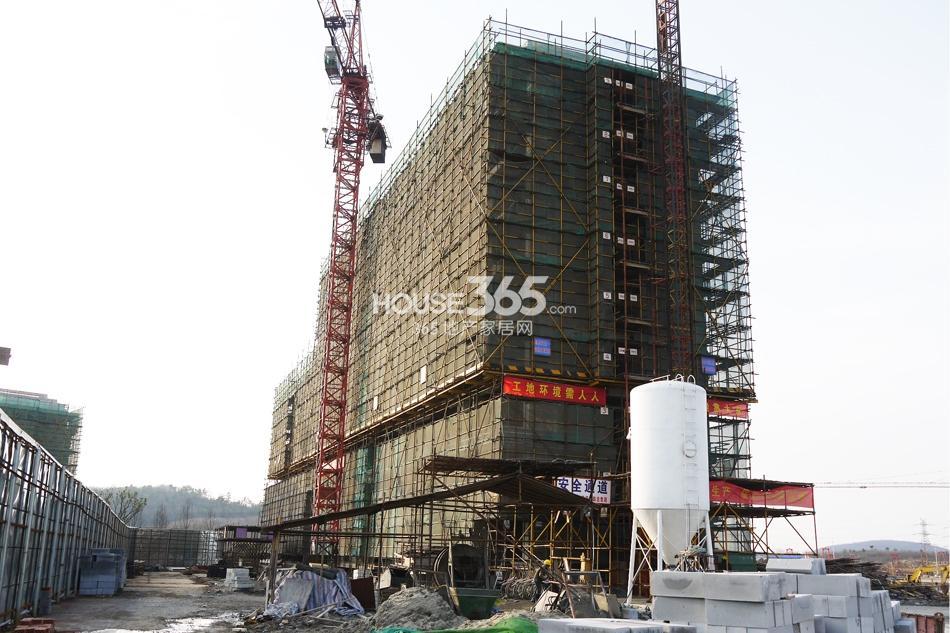 银亿东城售楼处旁边的3号楼(3.15)