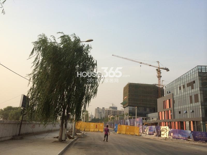 世茂外滩新城商业施工实景(7.4)