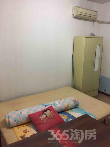 万裕龙庭水岸4室1厅2卫14平米合租简装