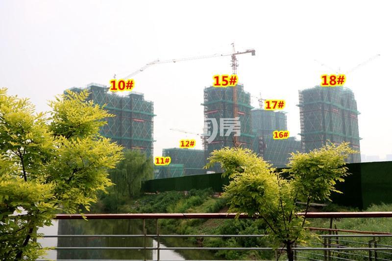 中锐星公元10-12#、15-18#楼工程进度实景(2018.4摄)