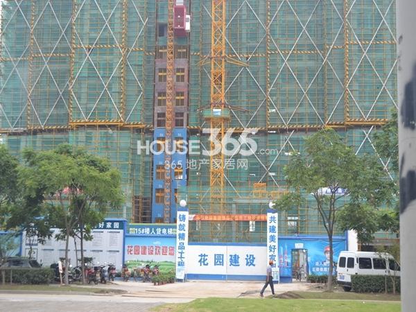 雅居乐中心广场工地大门实景图(2014.8)