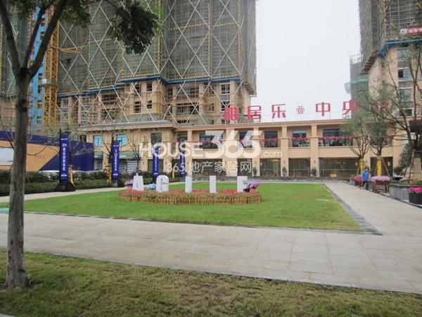 雅居乐中心广场售楼处外景图