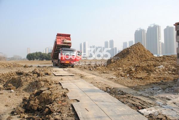 苏宁悦城北部地块实景图(2015.1 摄)