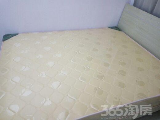 双湖明珠4室2厅2卫170平米合租简装