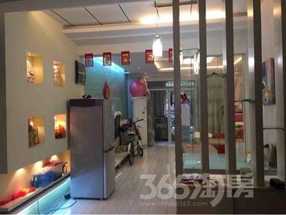 学区托乐嘉3室2厅1卫104平米精装靠马路边可商用