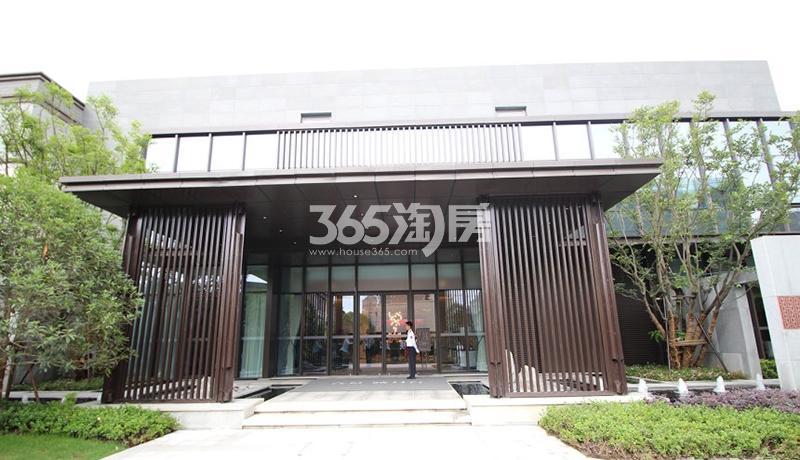 合景映月台售楼处入口实景图(2017.10)