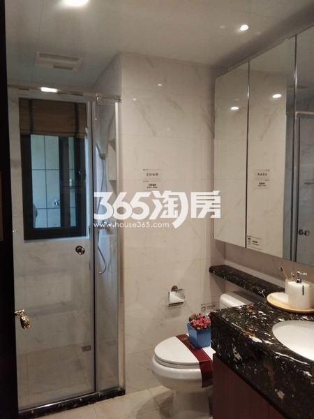 恒大翡翠龙庭129平米卫生间样板间