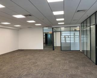 南京南站 绿地之窗北广场 全新装修 户型方正 中央空调 电梯口