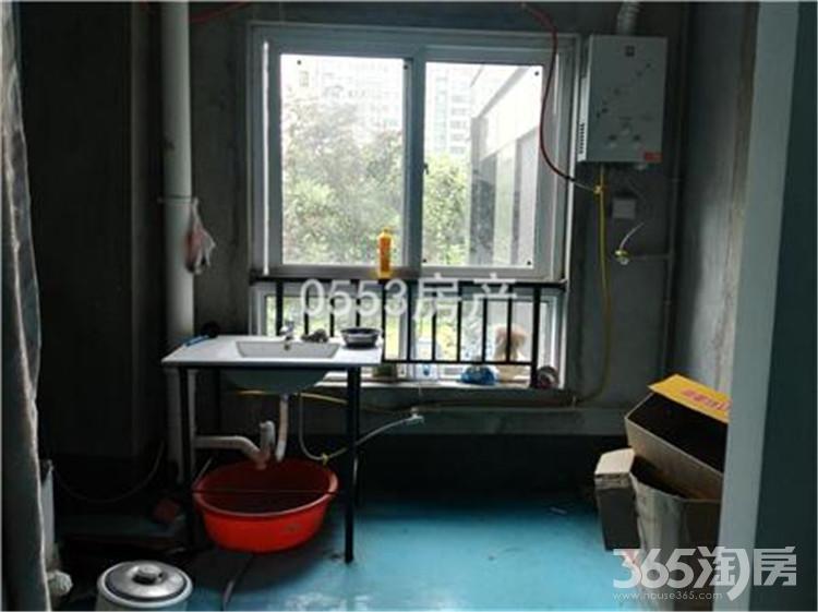 城市之光+三室两厅+南北通透+简单装修+1200每月!随时看房