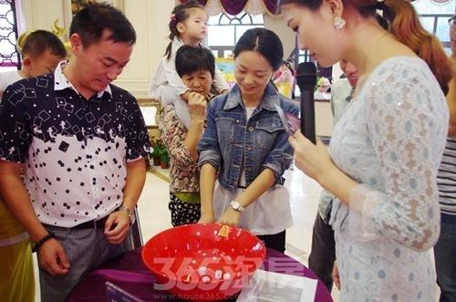 新华联梦想城千人博饼赢金条大奖