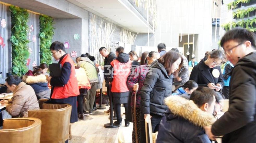 华侨城翡翠天域首开交资料当日实景图(1.23)