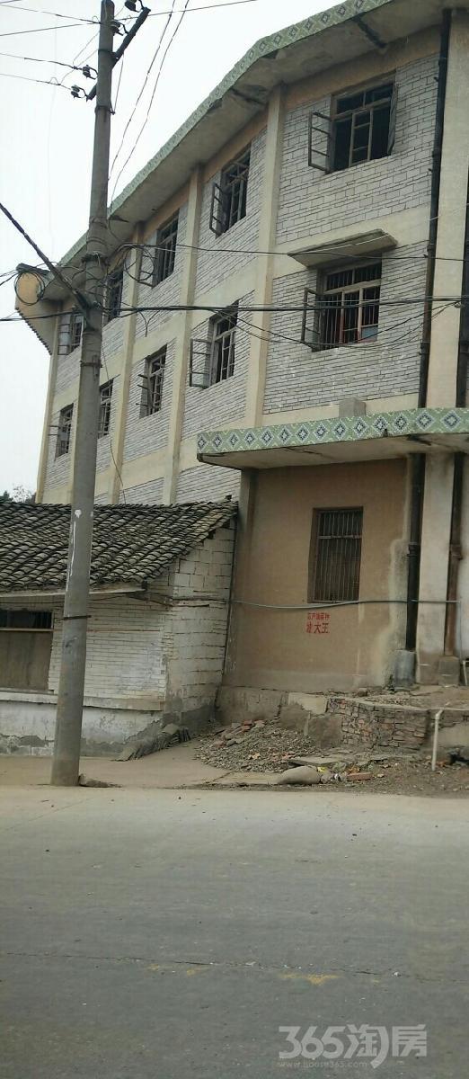 三台县建设镇3000平米整租