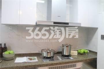 恒大水晶国际广场样板间厨房实景图(2018.6.27)