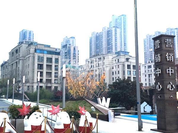 绿地西水东中央生活区售楼处实景图(2017.12 摄)