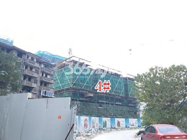 绿地西水东中央生活区W公馆4#楼实景图(2017.12 摄)