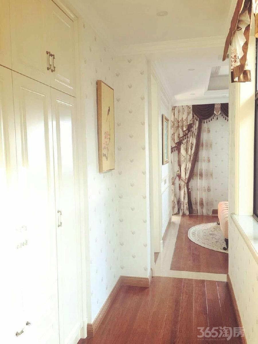 御墅美地3室2厅2卫80平米2015年产权房豪华装