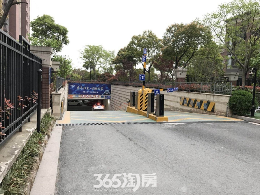 伟星玲珑湾藏岛地下车库实景图(2018.4摄)