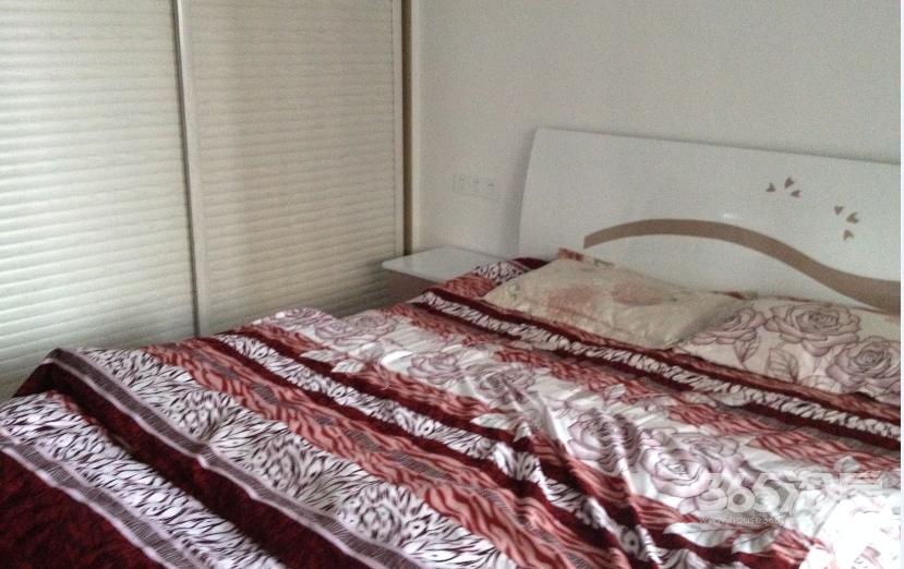 悦麒美寓2室2厅1卫89�O整租精装