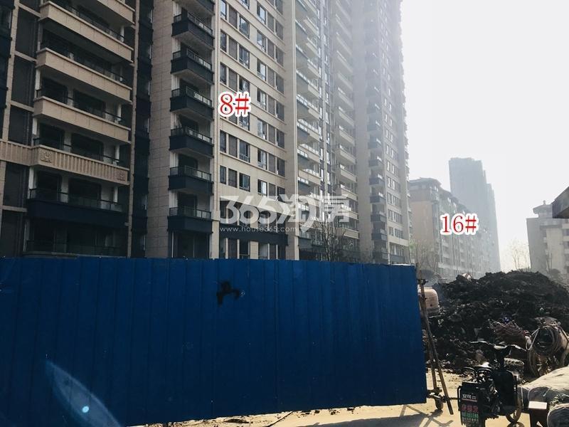 蓝光雍锦里8#、16#楼实景图(2018.10 摄)