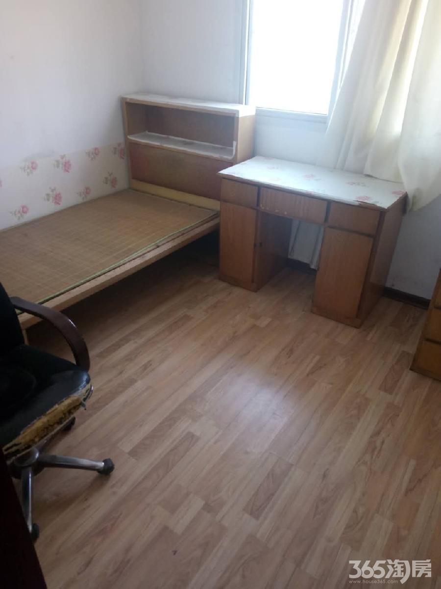 教师新村 简装两室出售 两卧朝南 周边张公山 七中 万达商圈