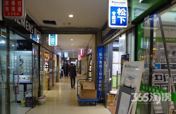 苏州华东电器城商铺出44.70�O1999年营业中简装