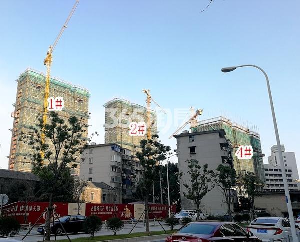 绿地西水东中央生活区W公馆1#、2#、4#楼实景图(2018.3 摄)