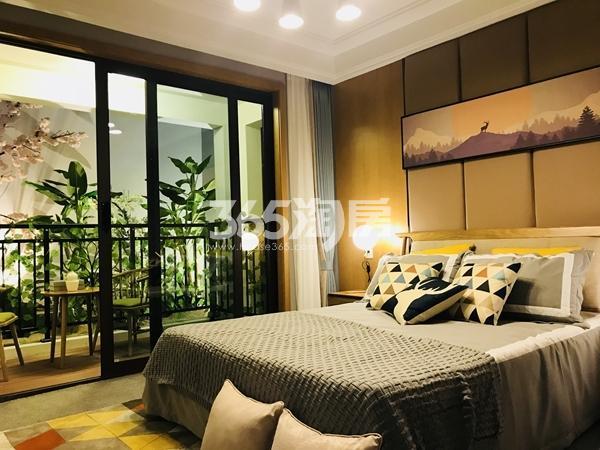 栖霞东方天郡三期高层88平样板间卧室