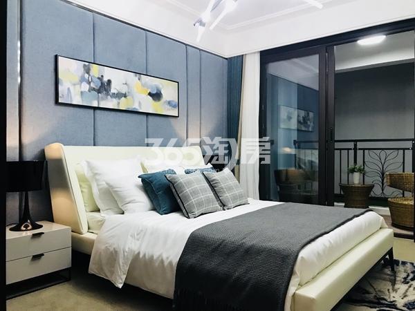 栖霞东方天郡三期高层101平样板间卧室