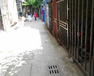 鼓楼二条巷近紫峰绿地广场南大