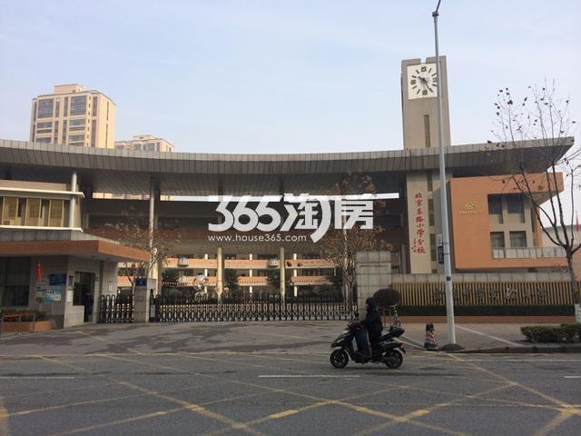 海玥名都苑项目周边金陵中学实验小学实景图(2016.01.14)