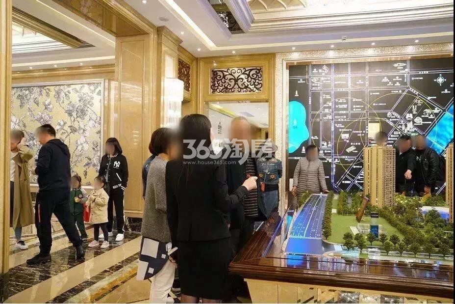 2018年4月16日滨江保利翡翠海岸售楼处实景