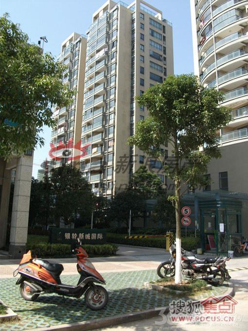 银轮新城国际8室4厅4卫383�O2011年满两年产权房毛坯