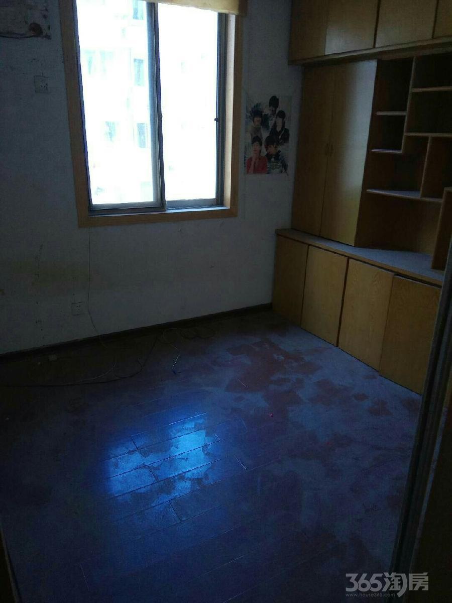 桃花山庄3室2厅1卫81平米2000年产权房中装