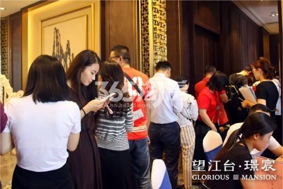 望江台璟宸售楼现场排队实景(2017.10.23)